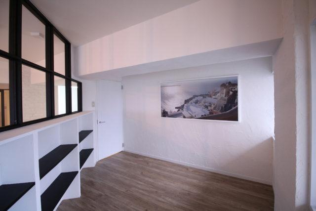 寝室の窓からエーゲ海が見える様なパネルでの演出
