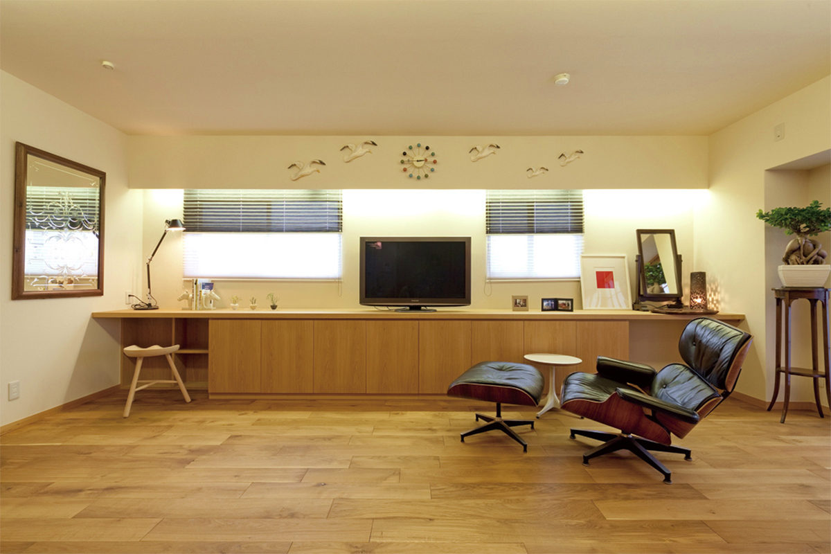 厳選した素材を組合わせたアンティーク家具の映える空間