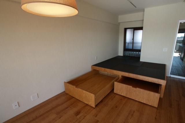 来客用のモダンな収納付き畳コーナー